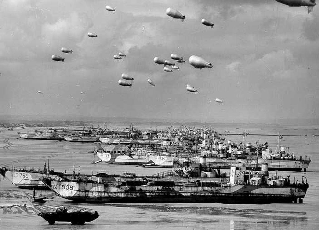 landing_craft_tanks_ballons.jpg